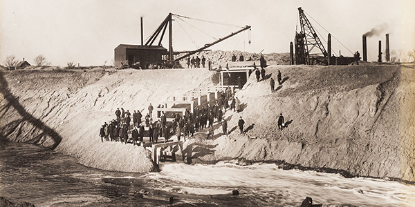 Reversing the flow of the Chicago River in 1900